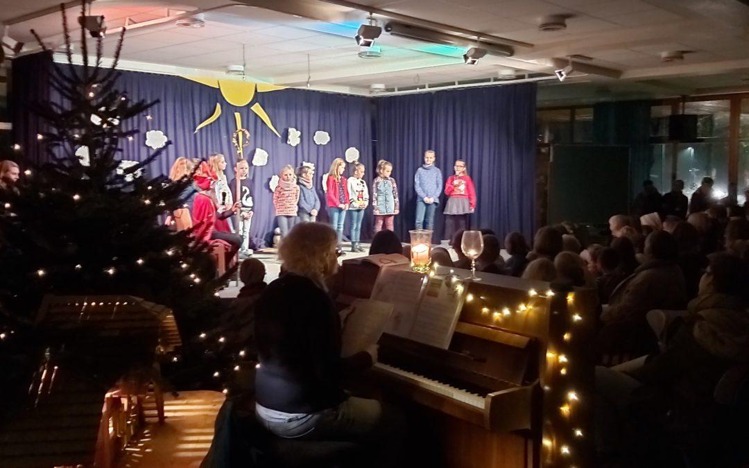 Lebendiger Adventskalender in der Grundschule Fürstenau